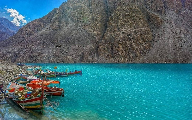 10-tourists-test-positive-for-COVID-19-in-Hunza