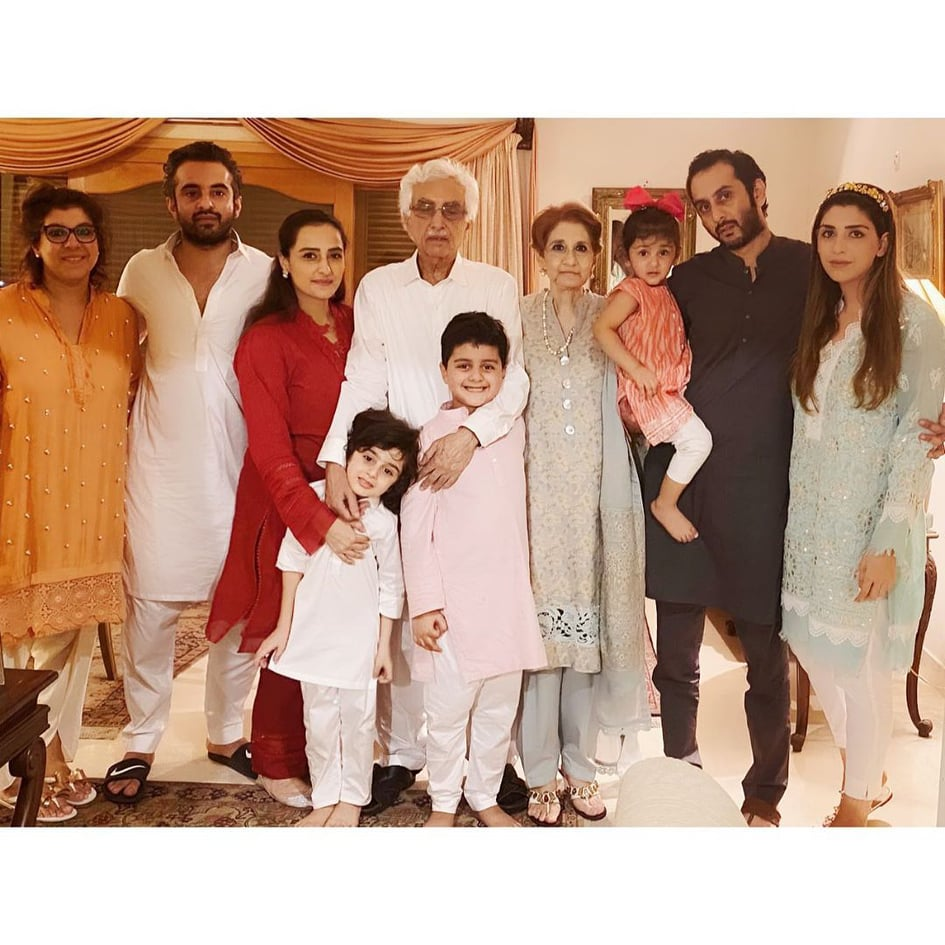 Momal-Sheikh-with-her-family-5