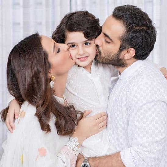 Momal-Sheikh-with-her-family