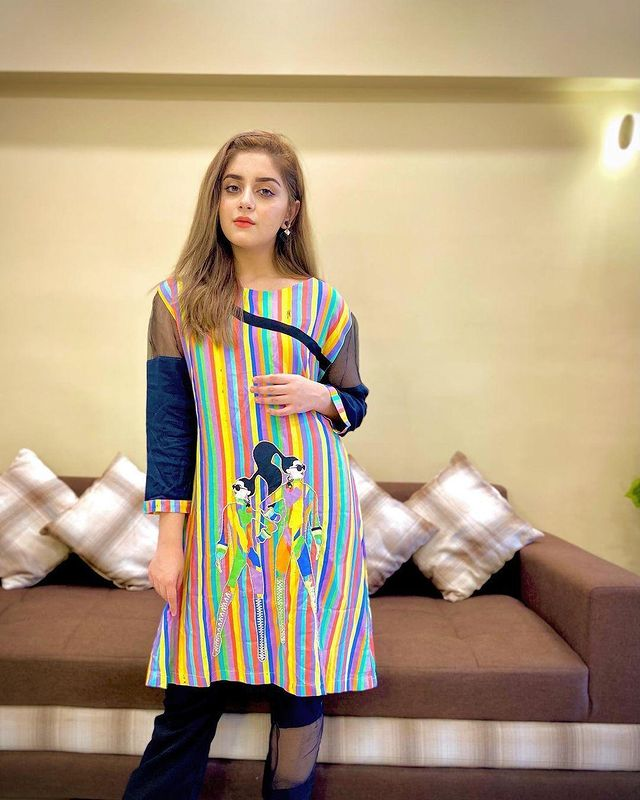 Alizeh-Shah-is-Looking-Stunning-in-a-Multi-Colored-Kurti-3