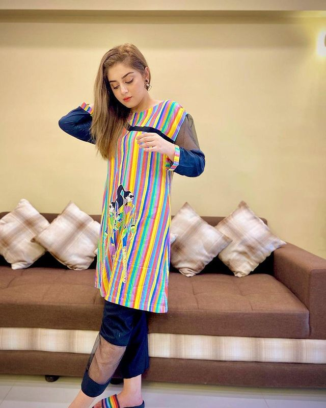 Alizeh-Shah-is-Looking-Stunning-in-a-Multi-Colored-Kurti-4