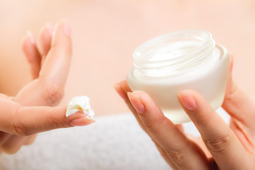 Moisturize-your-skin-correctly