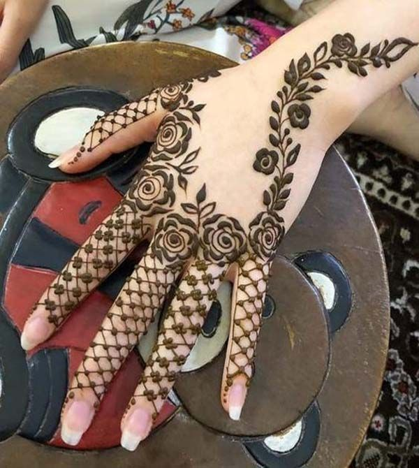 Stylish-Mehndi-Design-Ideas-in-2021-9